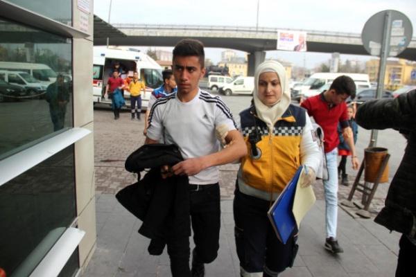 Kayseri'deki Bir Okulda 12 Öğrenci Hastaneye Kaldırıldı