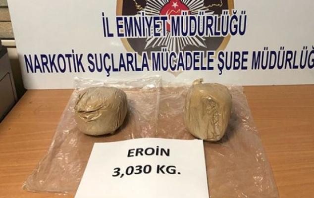 Kadın çantasından 3 kilo eroin çıktı!