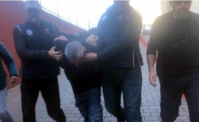 FETÖ'cü iş adamı sağlık kontrolüne giderken pantolonu düştü!