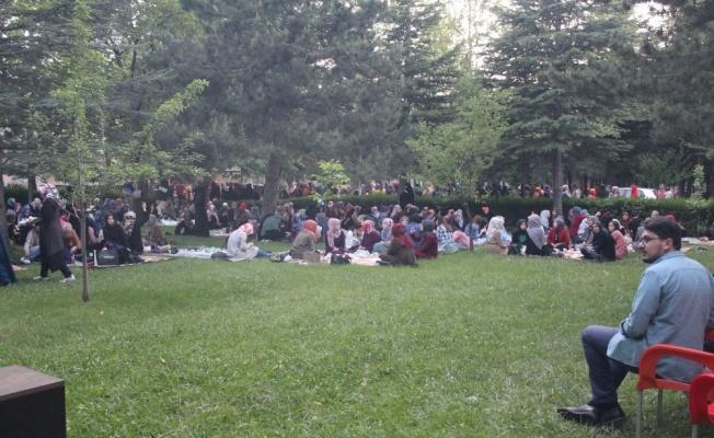 Erciyes Üniversitesi'nde Piknik Tadında İftar