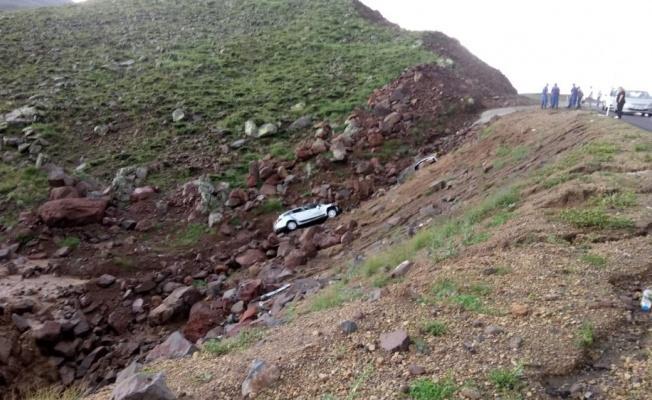 Araç şarampole uçtu: 5 kişi yaralı!