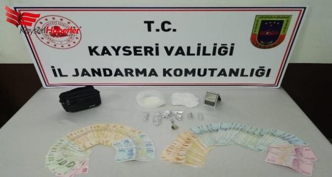 Kayseri'de uyuşturucu satan kadın yakalandı!