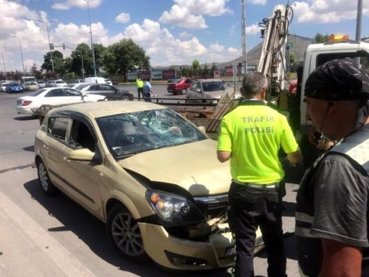 Motosiklet ile otomobil çarpıştı: 1 Ağır yaralı!