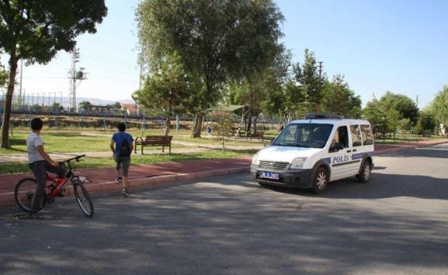 Önce bıçakladı, sonra ölsün diye çarşafa sarılıp parka atıldı!