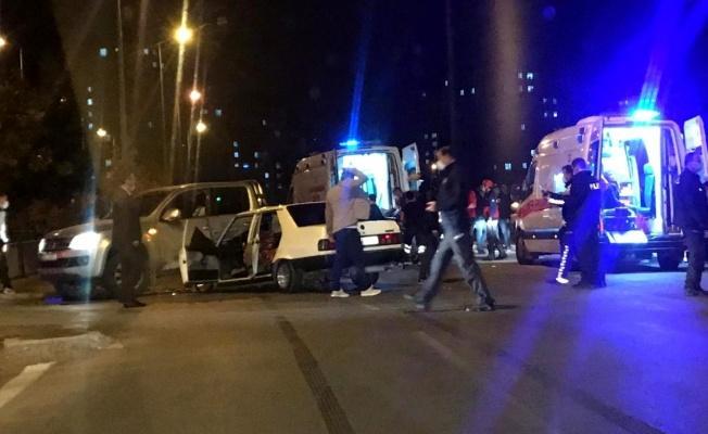 Otomobil ile ticari araç çarpıştı: 10 yaralı!