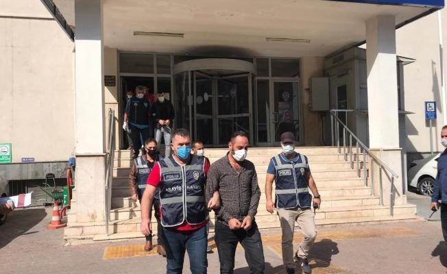 Polisten kaçan şahıs gardıropta halıya sarılı halde yakalandı