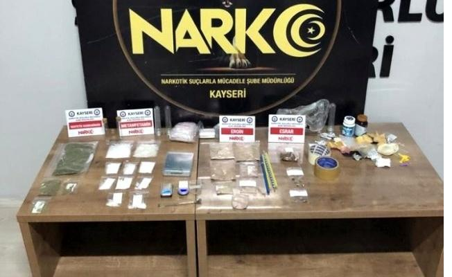 Uyuşturucu operasyonunda çeşit çeşit uyuşturucu çıktı!