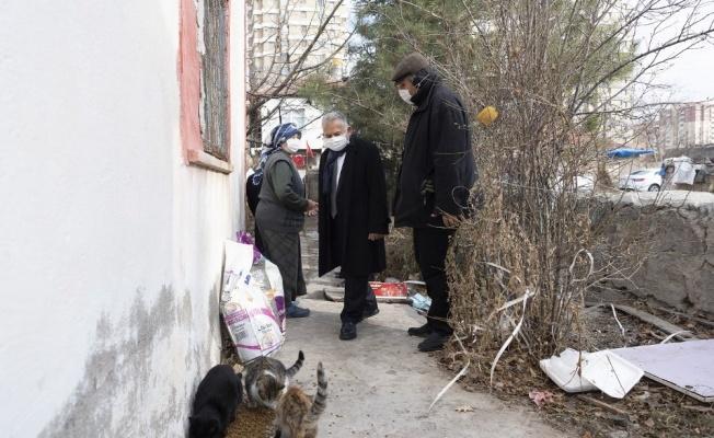 Başkan Büyükkılıç, mektupla beslediği sokak hayvanlarına destek isteyen vatandaşı ziyaret etti