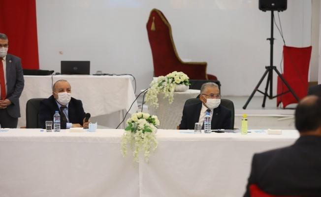 Başkan Büyükkılıç 2021 yılının ilk muhtarlar toplantısını Pınarbaşı'nda yaptı