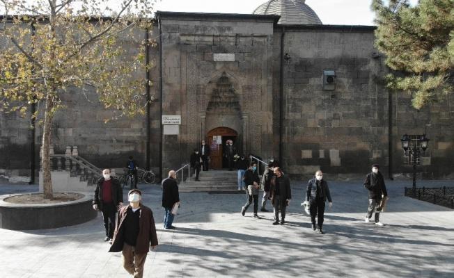 Kayseri merkezdeki camilerde sakinlik yaşandı
