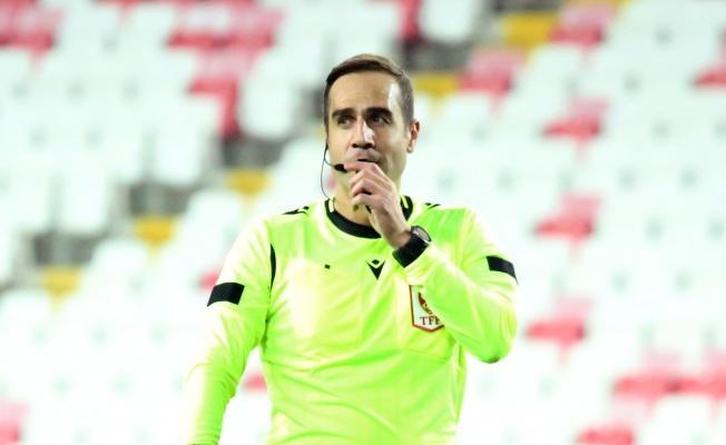 Kayserispor-Başakşehir maçını Serkan Tokat yönetecek