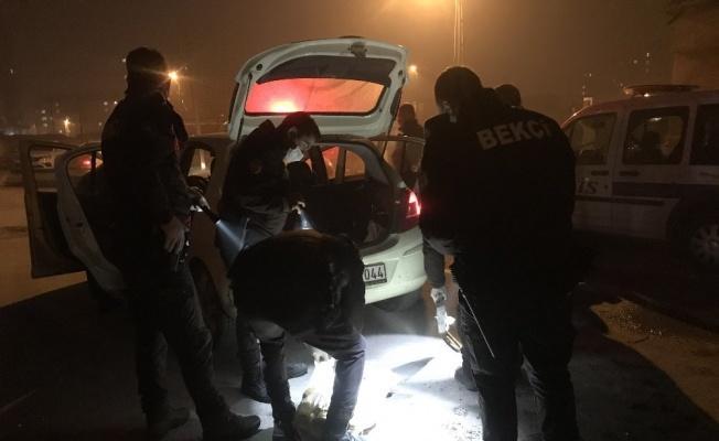 Polisten kaçan otomobilden uyuşturucu ve tabanca çıktı!