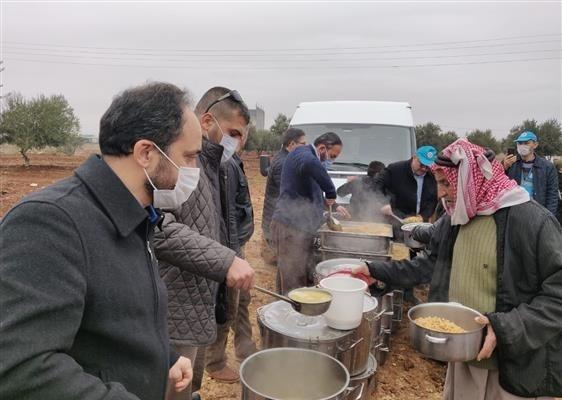 Kayseri'den gönderilen yardımlar Azez'de dağıtıldı