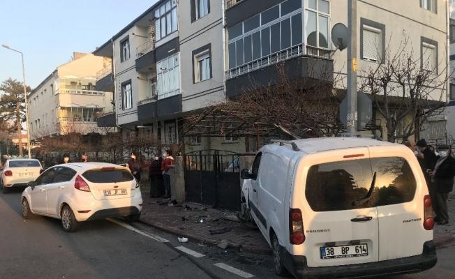 Ticari araç ile otomobil çarpıştı: 1 yaralı