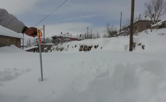 Tomarza'da kar kalınlığı 42 santimetreyi buldu