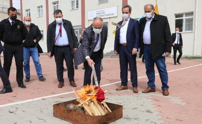 Başkan Öztürk Nevruzu kutladı, halka fidan dağıttı
