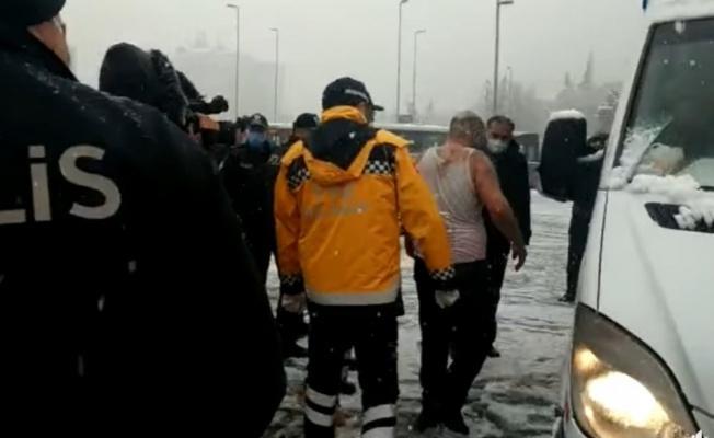 Kayseri Cumhuriyet Meydanı'nda kendini yaktı!