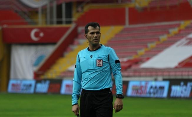 Kayserispor-Göztepe maçını Burak Şeker yönetecek