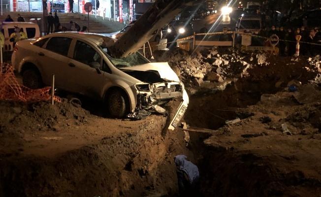 Yol çalışması için açılan çukura uçan otomobilin sürücüsü hayatını kaybetti