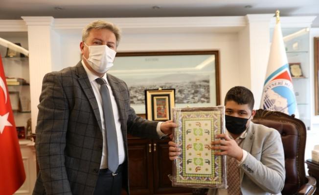 Başkan Palancıoğlu, makamını otizmli Eren'e bıraktı