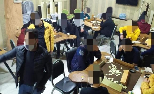Kısıtlamada okey oynarken yakalandılar 27 bin 680 TL ceza yediler