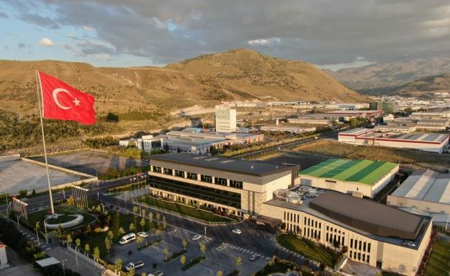 Türkiye'nin en büyük bayrak direklerinden biri Kayseri OSB'ye dikildi