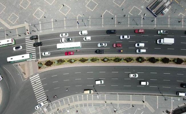 Kayseri'de tam kapanmanın ardından insan ve araç seli