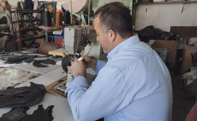 Kayseri'de ürettiği ayakkabıları Türkiye'nin dört bir yanına satıyor