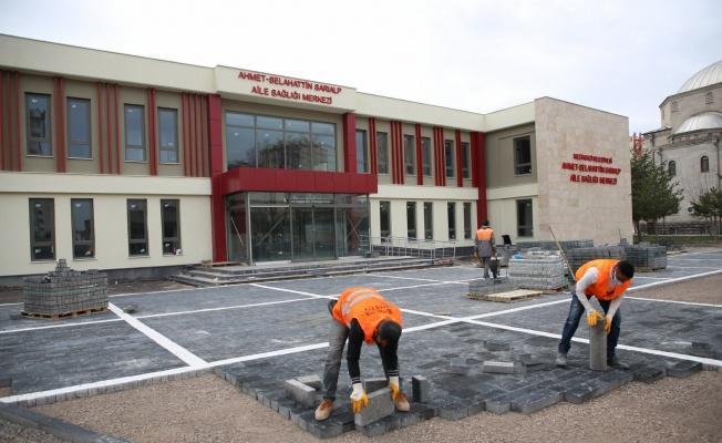 Melikgazi Belediyesi Aile Sağlığı Merkezinin çevre düzenlemesini gerçekleştiriyor