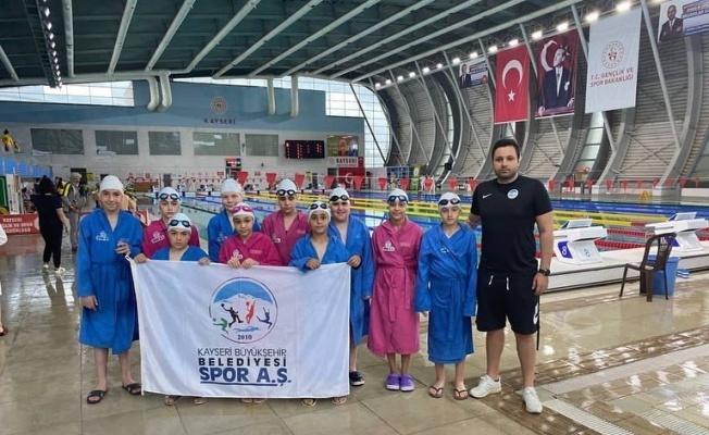 Spor AŞ yüzmede madalyaları topladı