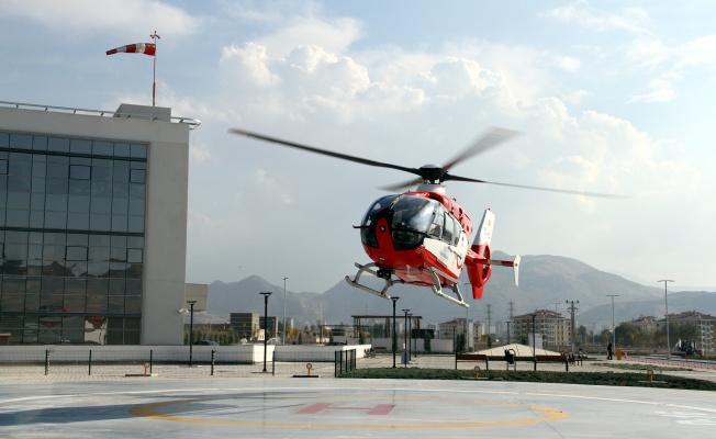 Yaralı çoban hava ambulansı ile hastaneye kaldırıldı