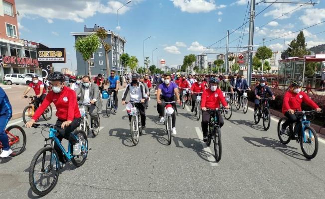 Dünya Bisiklet Günü'nde 500 kişi pedal çevirdi