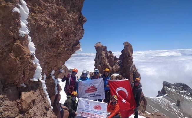 Erciyes Büyük Buzul tırmanışı yapıldı