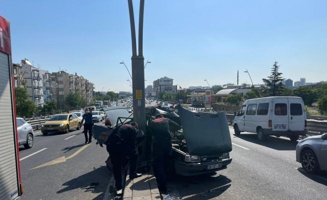 Kazada savrulan otomobil direğine çarptı: 3 yaralı!
