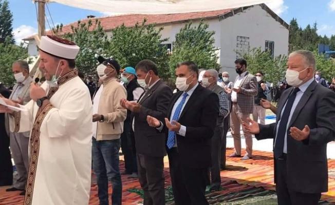 Sosyal mesafeli yağmur duası