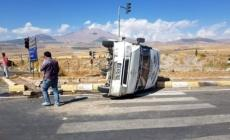 Kamyonla minibüs çarpıştı: 7 yaralı!